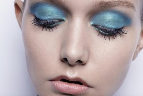 487x330xsky-blue-eyeshadow-1.jpg.pagespeed.ic.P8bTP_tu6f1PrWm9KLBh